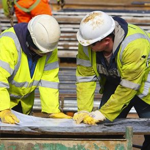 Construction sector continues to fall but new orders picking up