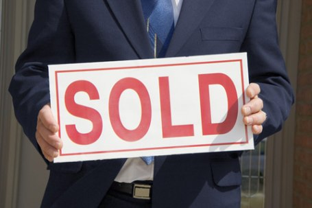 Law to control estate agents to come into force by the end of the year