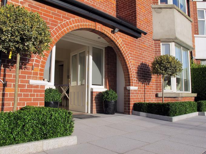 A granite driveway design which provides a stylish, simple and very appealing result